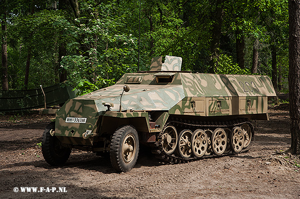SD-Kfz-251   203   WH-336396  Overloon 15-05-2016