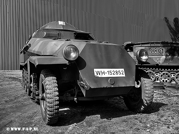 Sdkfz-251_811 WH-152852    Overloon 15-05-2016