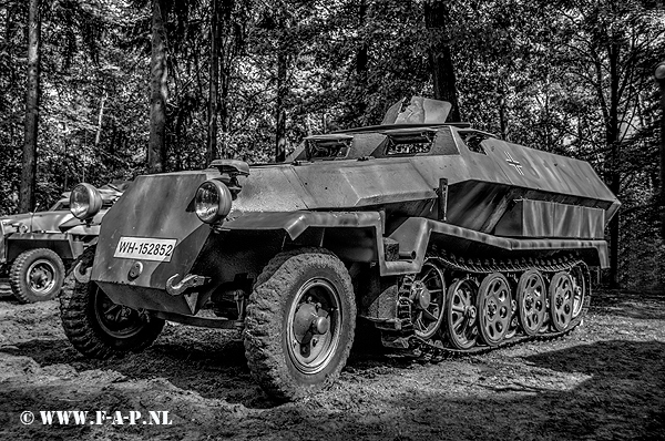 Sd.Kfz.251 Half -Track 811  WH-152852   Overloon  16-05-2015