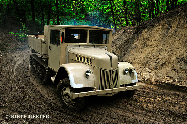 Sd.Kfz.3 Ford V-3000 S/SSM  Maultier  Overloon  18-05-2013